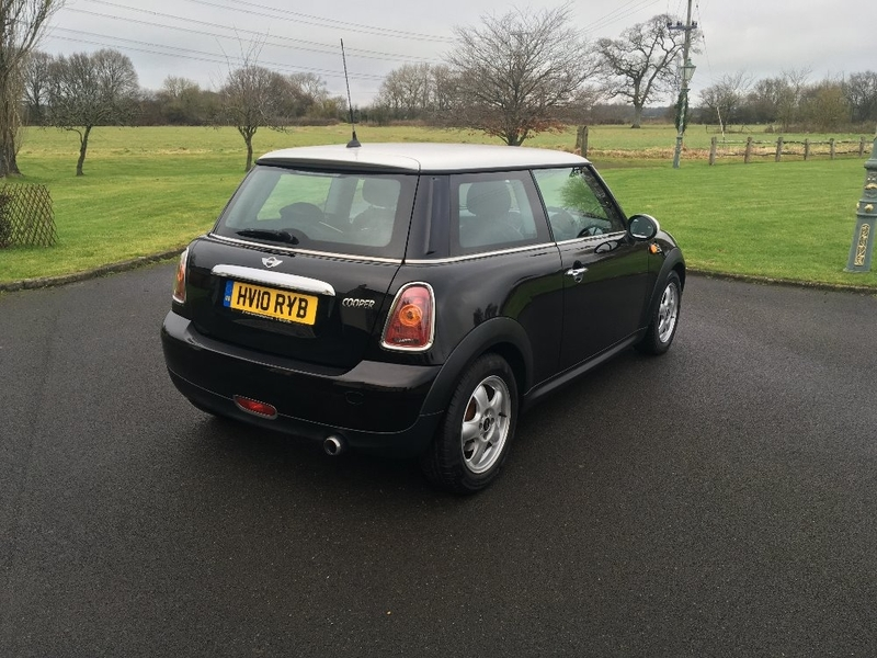 View MINI HATCH COOPER 1.6 Cooper