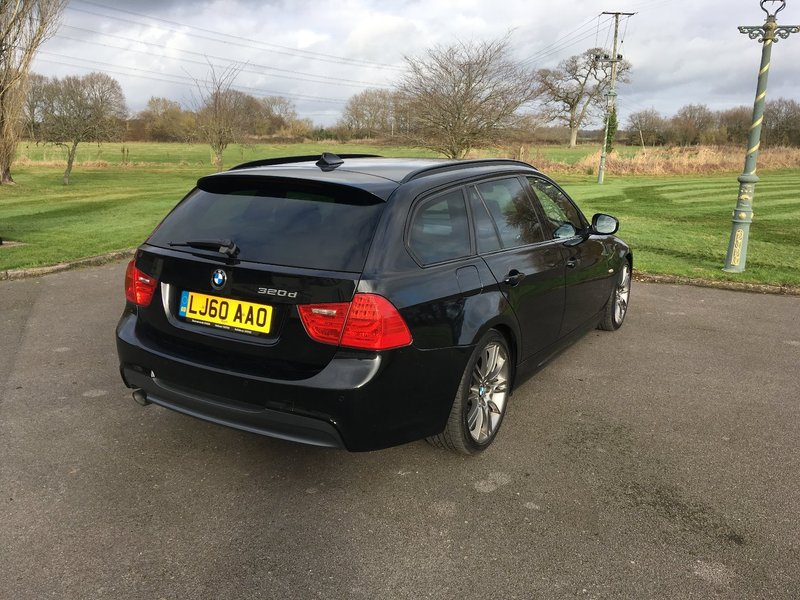 View BMW 3 SERIES 320d Sport Plus Touring