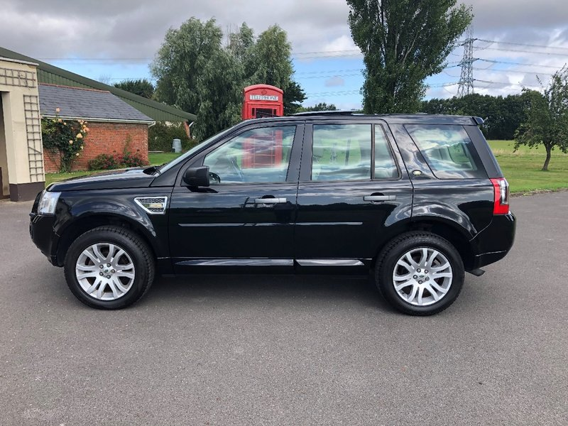 View LAND ROVER FREELANDER 2 TD4 HSE AUTO