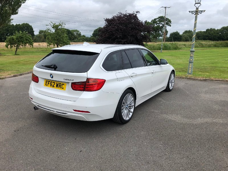 View BMW 3 SERIES 320d Luxury Touring (s-s) 5dr