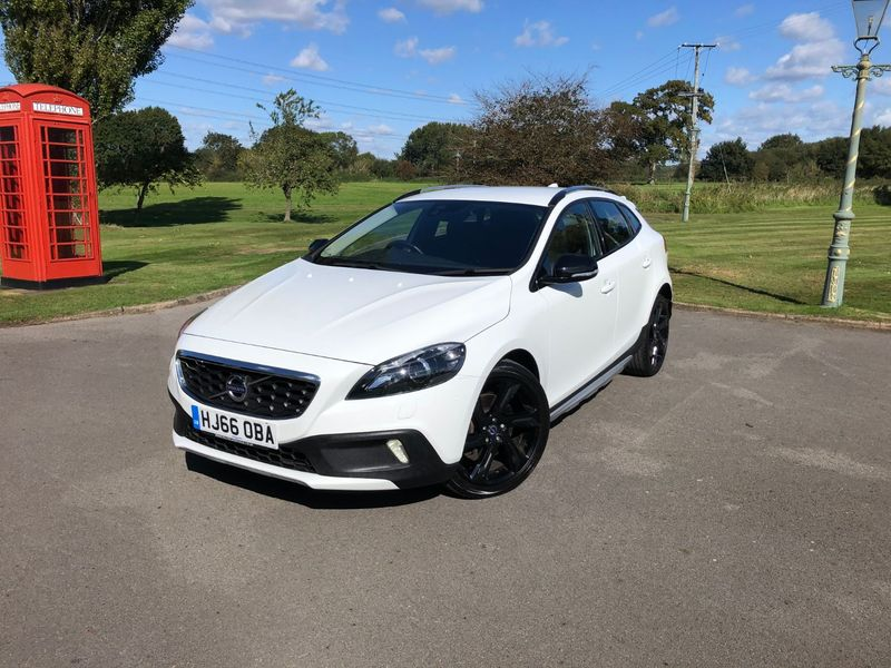 View VOLVO V40 CROSS COUNTRY D2 Lux Nav Cross Country Geartronic (s-s) 5dr