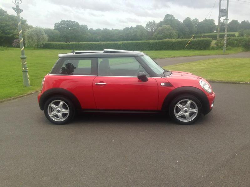 View MINI HATCH COOPER 1.6 Cooper Chilli Pack